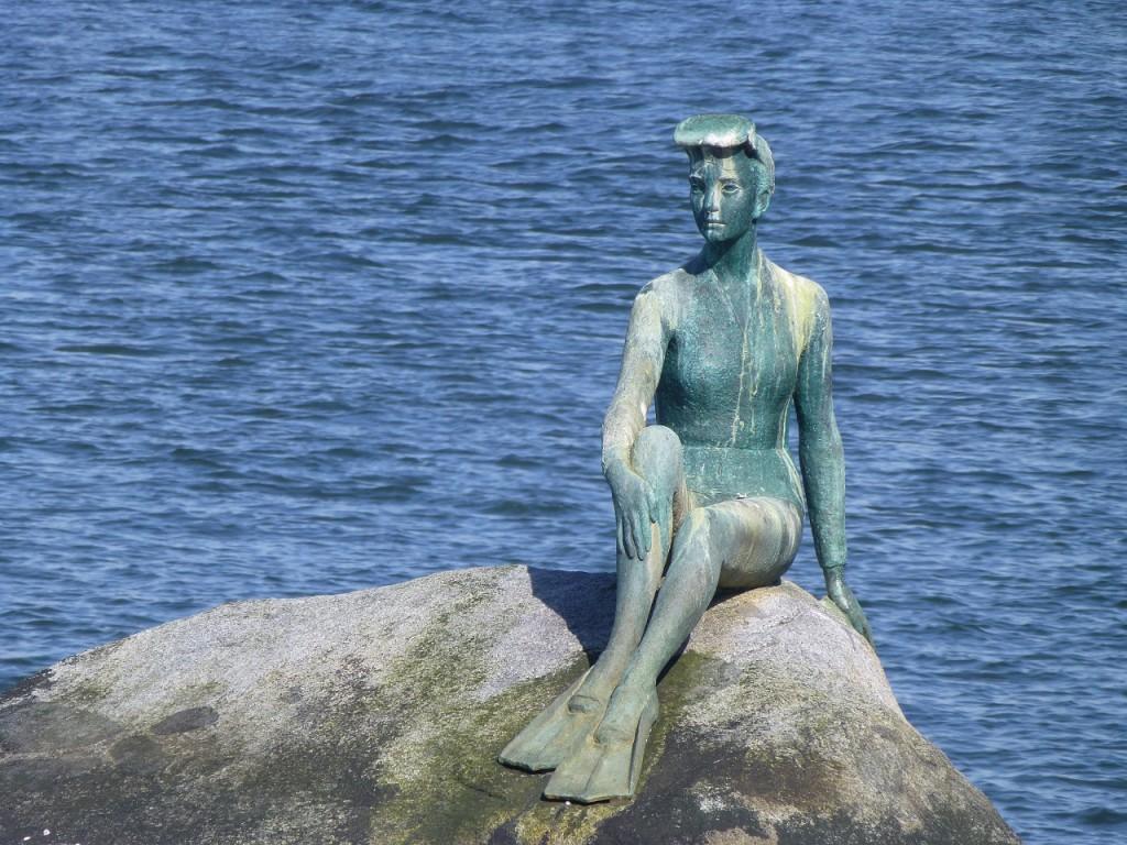 """""""Girl in Wetsuit"""", fast wie in Kopenhagen, aber mit Flossen und Taucherbrille"""