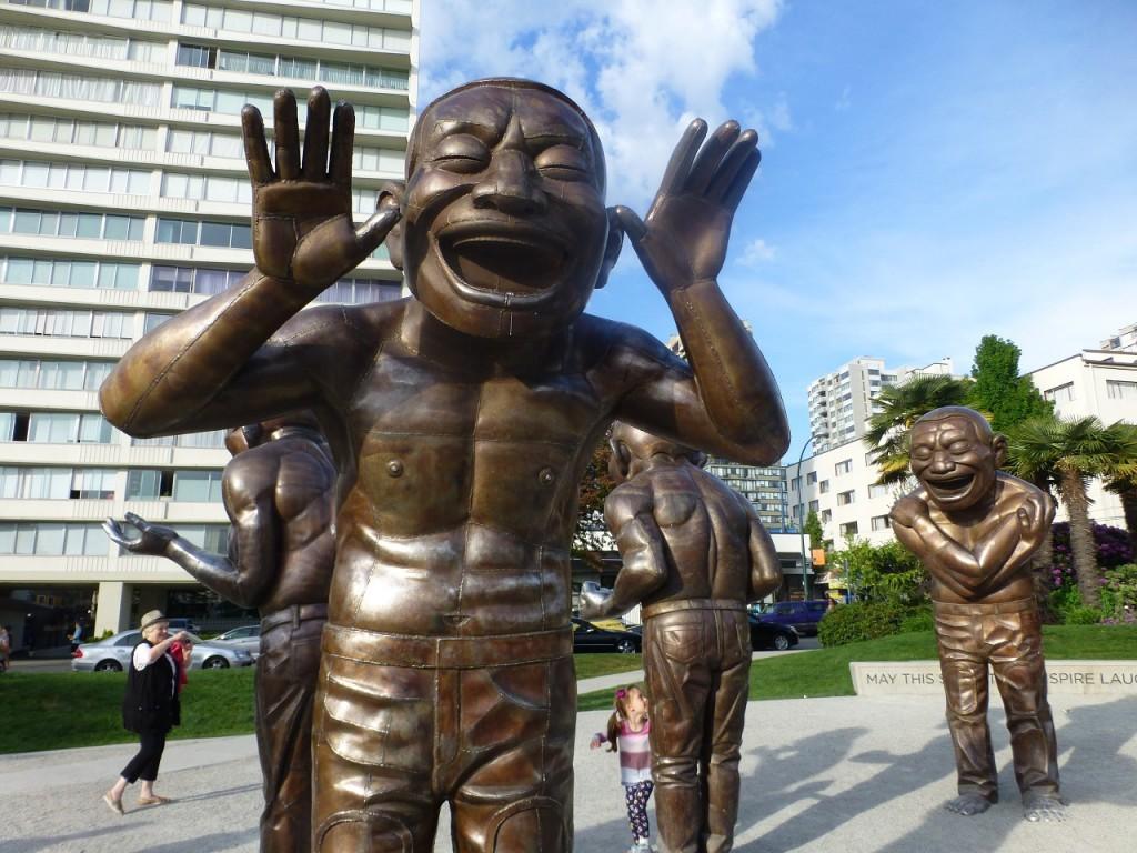 Kunstwerk am Stanley Park - eine ganze Gruppe origineller Figuren