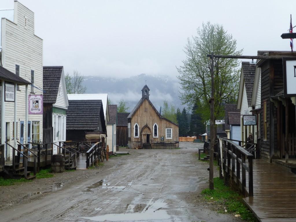 Zu Beginn des Dorfes - die kleine Kirche -