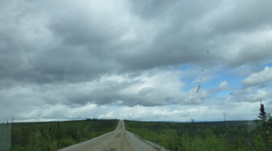 Ein unendlicher Highway, die ersten 200 km sind wie eine Autobahn!