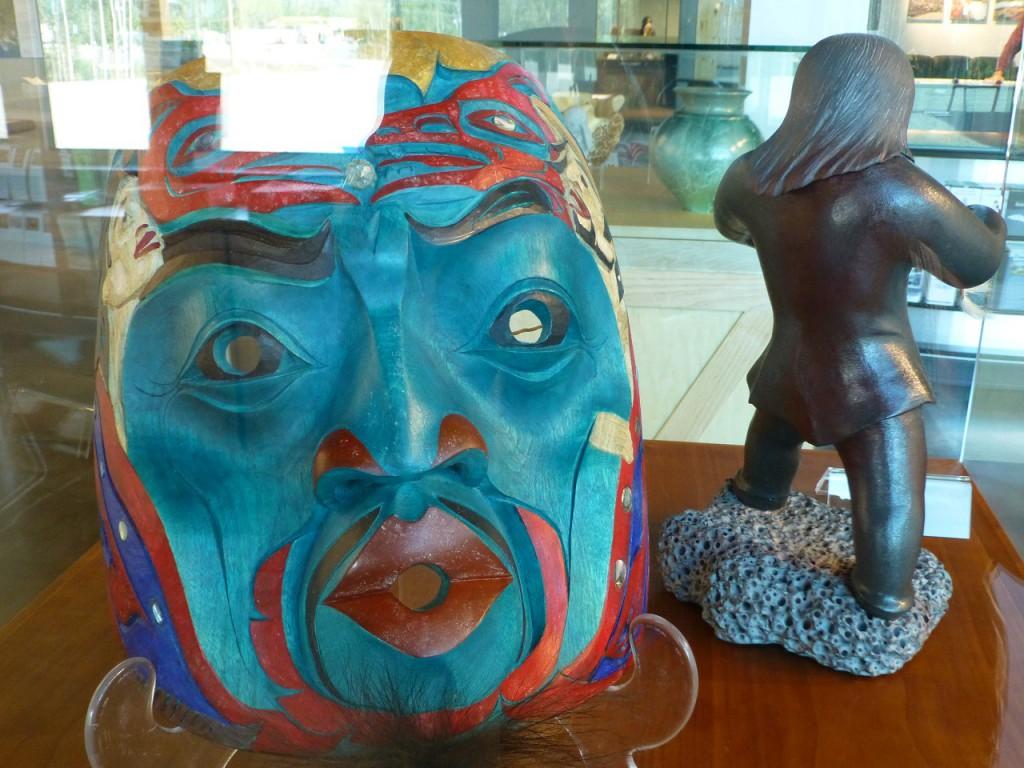 Indianische Kunst im DA KU CULTURAL CENTRE und YUKON Visitor Center. Eine erst 4 Jahre alte Anlage der Superlative. Information