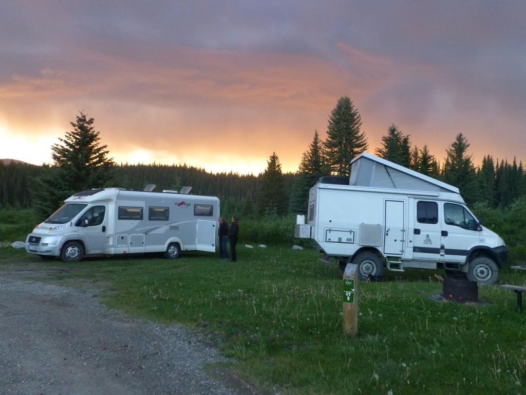 So ein Zufall - im Begegnungsverkehr erkannten sich Udo und Robert - das Bild zeigt einen stimmungsvollen Abend auf dem Cravyard Campground.