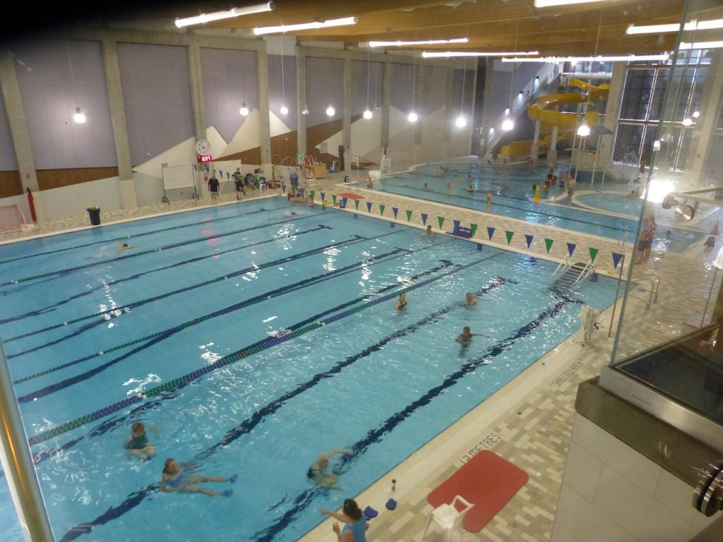 Oben Kletterwaende mit ca. 400 qm, darunter Schwimmhalle, Fitnesscenter und dergleichen mehr - auch eine Buecherei