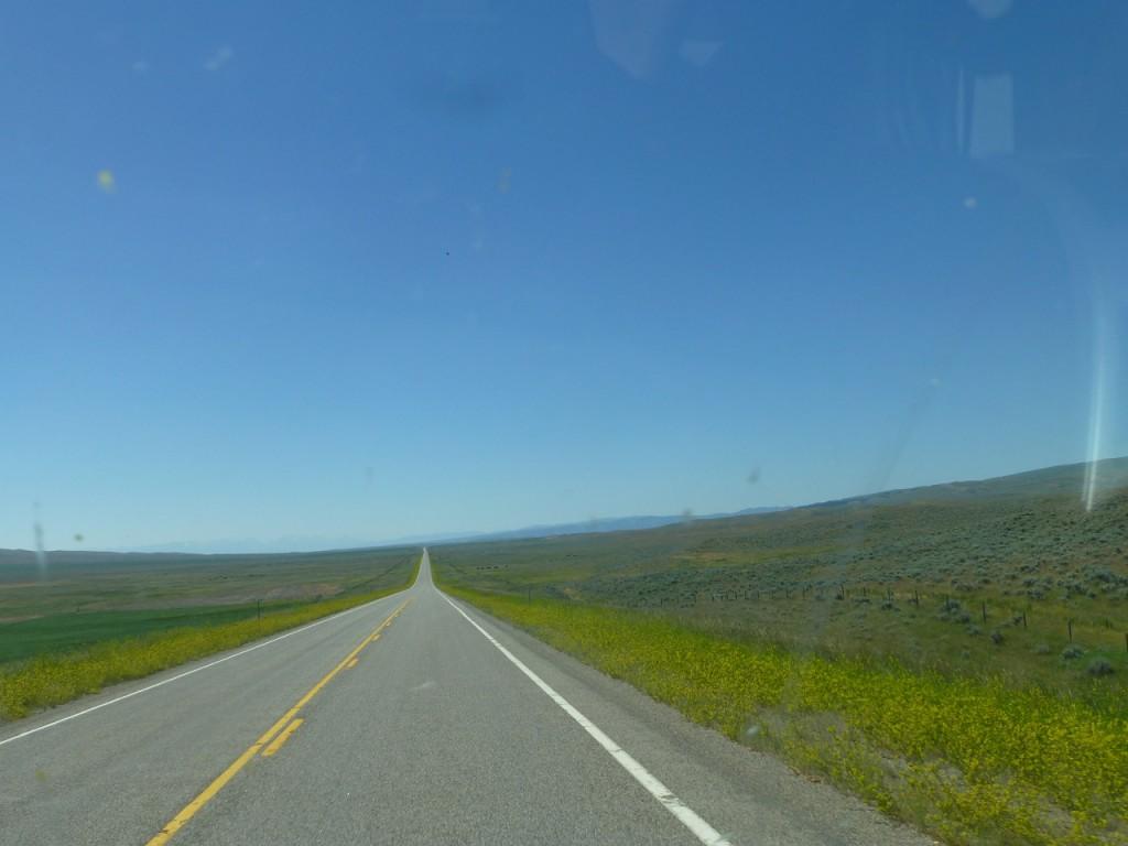 ..noch eine endlose Strasse in Montana.