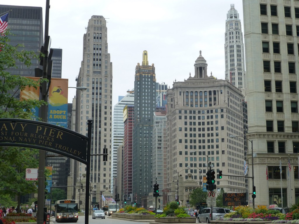 ...fuer seine Wolkenkratzer ist Chicago auch beruehmt.