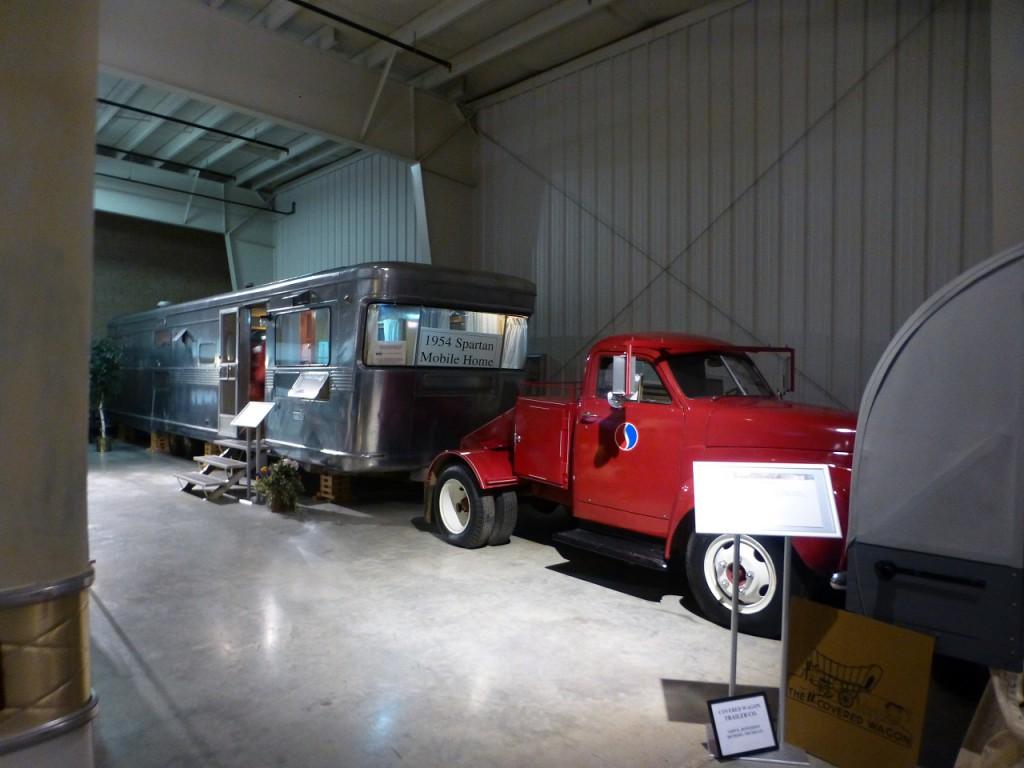 Studebaker zieht einen 42 feet langen Wohnwagen (unser Schiff hat 43 feet).