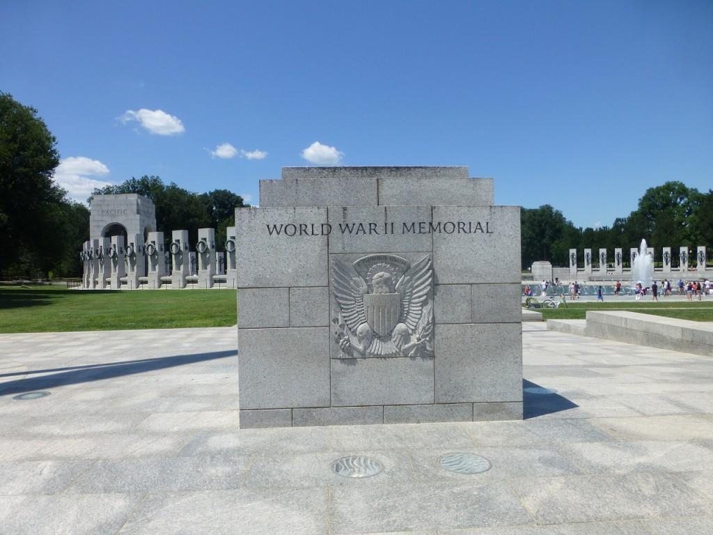 Die linke Hälfte des Weltkrieg II Memorials für die atlantische Seite, die rechte Seite ist für den pacifischen Teil des Weltkrieges.