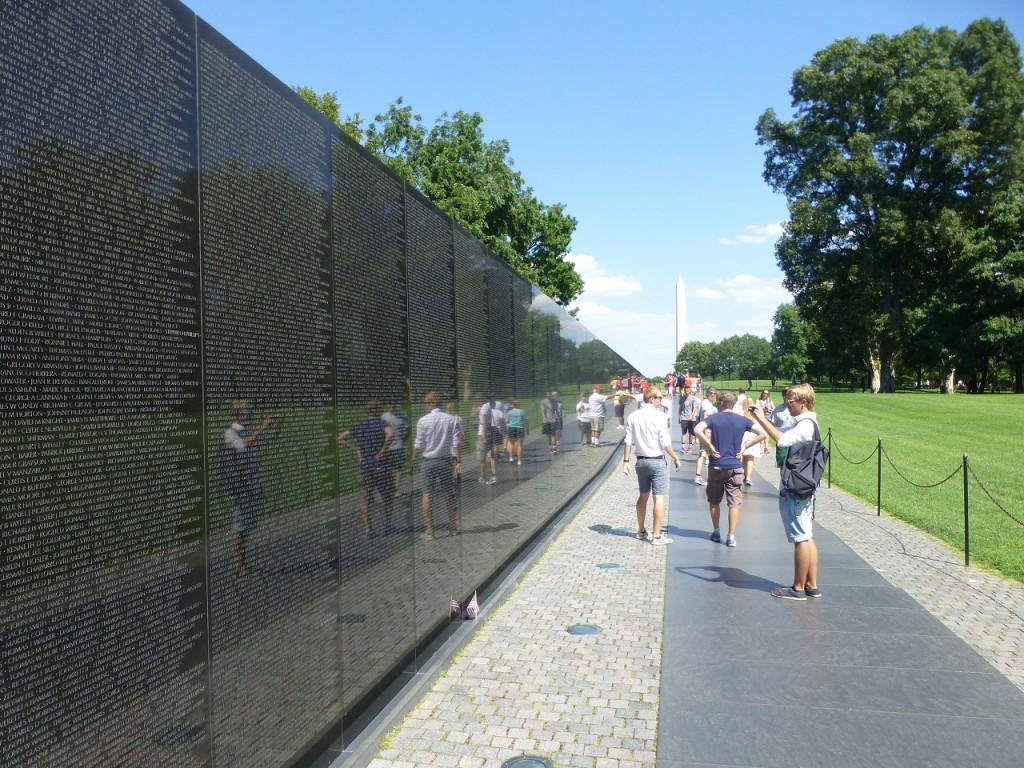 Ein Teil des Vietnam Memorials über 58.000 Namen.