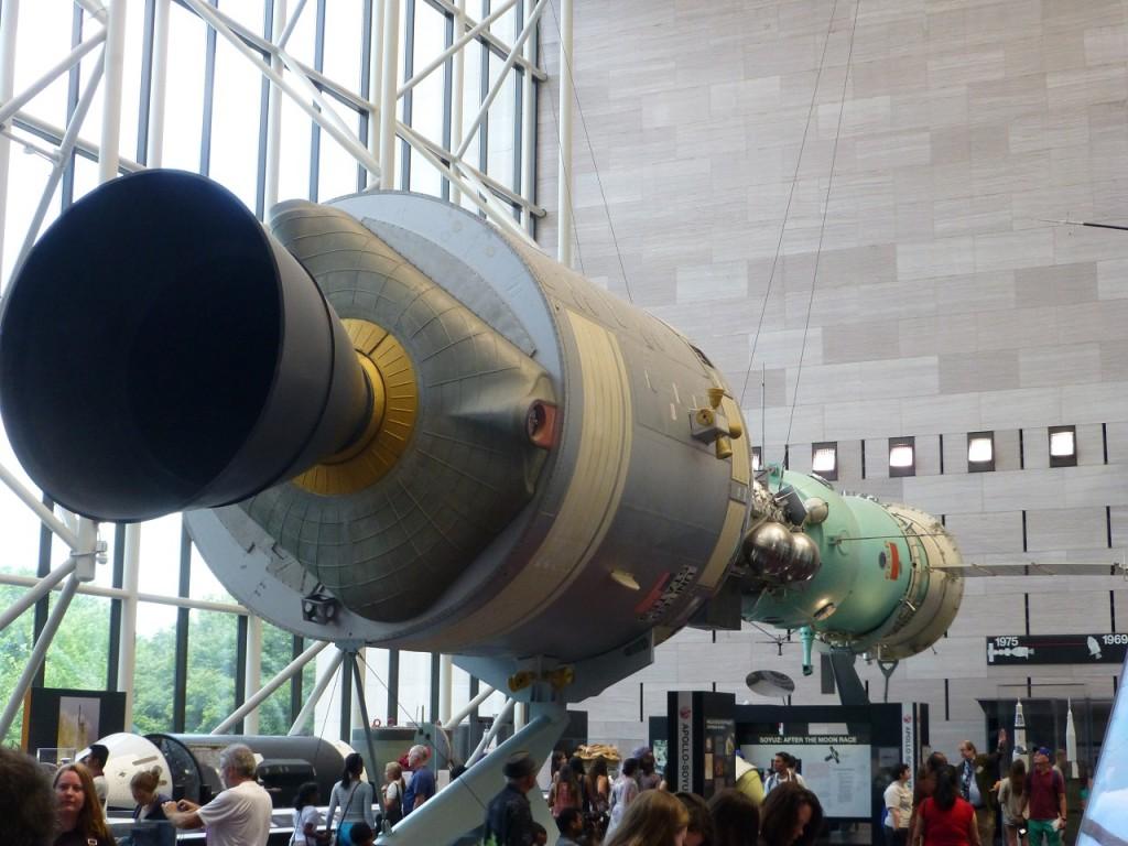 P1110145N. Air und SpaceMuseum - im Weltraum arbeiten sie noch zusammen