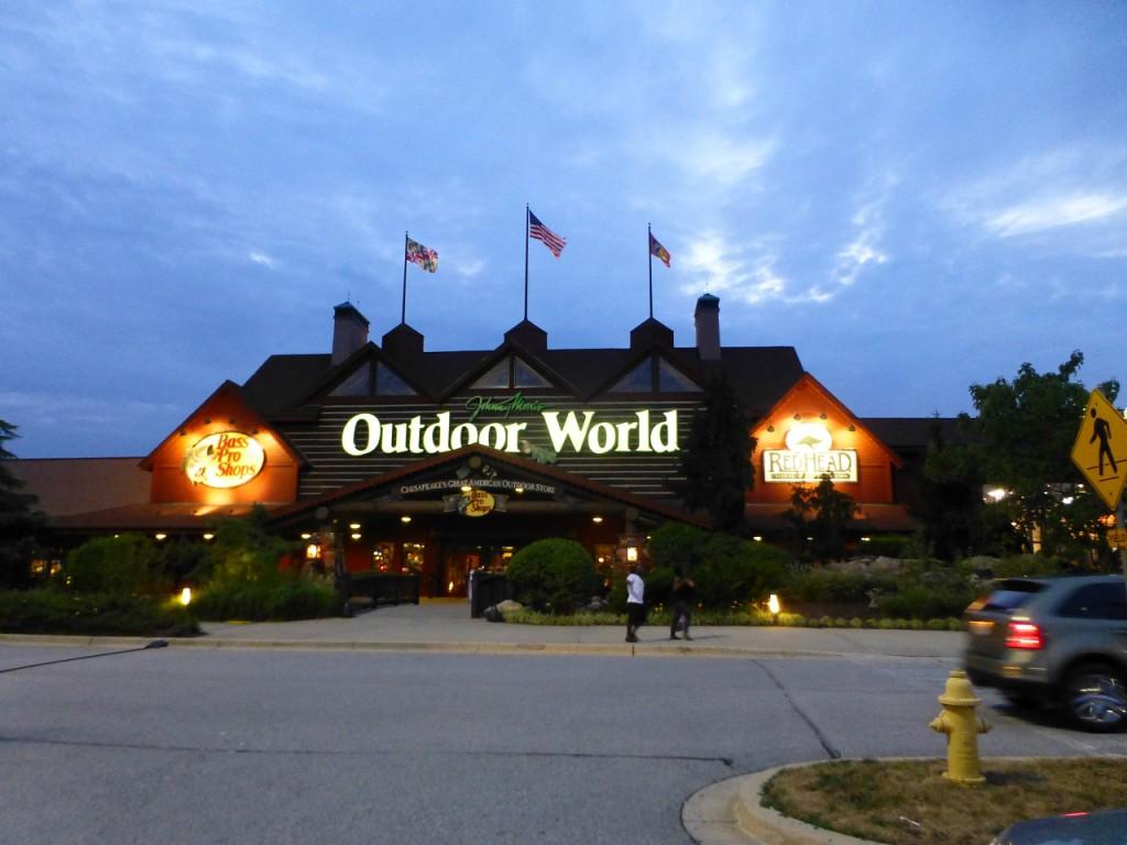 Gegenüber dem Hotel gab es ein riesiges Outlet mit mindestens 120 Geschäften, ein Paradies für Frauen.
