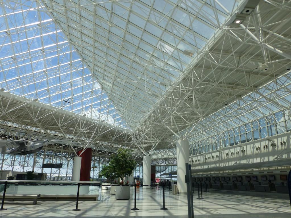 Der Flughafen von Baltimore in welchem wir bis Mitternacht ausharren mussten ist sehr modern, im Gegensatz.....